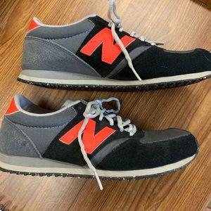 New Balance 420 tennis shoes